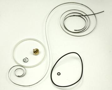 交換部品:ゼンマイ、リューズ、 パッキン(ガラス部分含む)、チューブ、